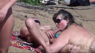 voyeur-blowjob-on-a-nudist-beach