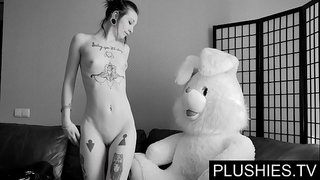 Black-Goth-girls-agrees-to-suck-and-fuck-with-teddy-bear-at-casting,-jizz-in-mouth