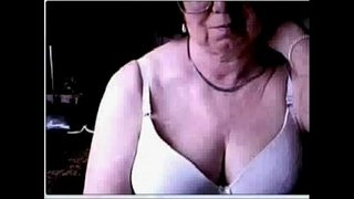 Hacked-webcam-caught-my-old-mom-having-fun-at-PC