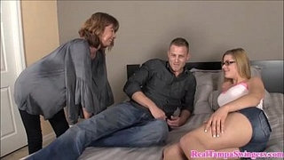 Hot-Mom-Teaches-Her-How-to-Suck