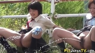 Peeing-japanese-teens