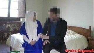 Ethnic-muslim-babe-gets-fucked-for-hotel-room