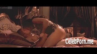 Monica-Bellucci-exposes-her-temptinh-nude-body