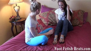 Lesbian-foot-worshiping-for-free-yoga-lessons