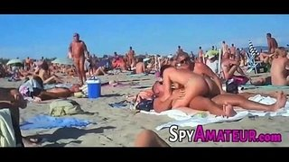 Voyeur-swinger-beach-group-sex-on-SpyAmateur.com