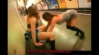 Girl-flashes-in-a-public-subway